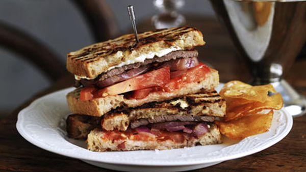 Steak sandwich with game chips