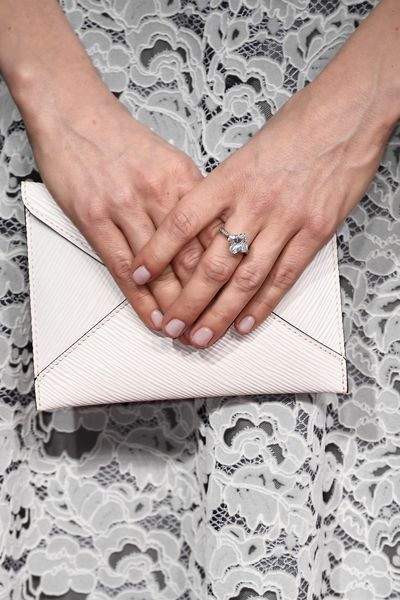 <p>Michelle Williams kept her accessories subtle. Her envelope-style purse was sweet in cream and she sported a single diamond ring.</p> <p>Image: Getty.</p>