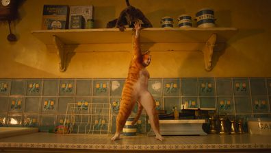 Scene from Cats trailer starring Rebel Wilson as Jennyanydots