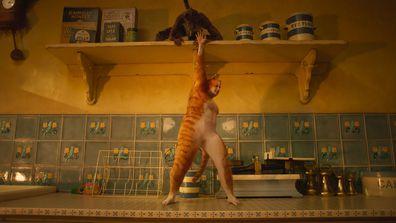 Scene from Cats trailer starring Rebel Wilson as Jennyanydots