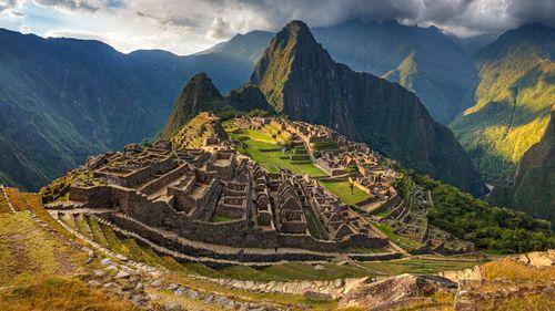 Naked Machu Picchu tourists urged to stop streaking