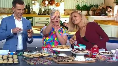 Jane de Graaff makes cookies with Sonia Kruger and David Campbell