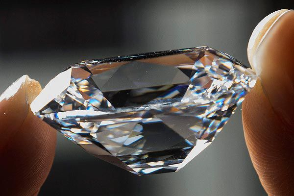 Sold for over $21m, the diamond attracted the highest price-per-carat on record. (AAP)