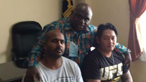 Myuran Sukumaran and Andrew Chan with Indonesia's human rights commissioner Natalius Pigai. (AAP)