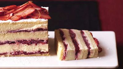 <strong>Strawberry layer cake</strong>
