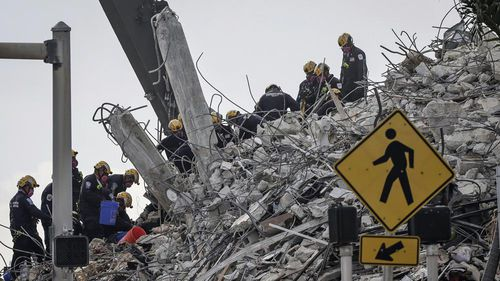 A ramped-up rescue effort at the collapsed South Florida condo building faced new threats from the weather as a tropical storm approached the state.