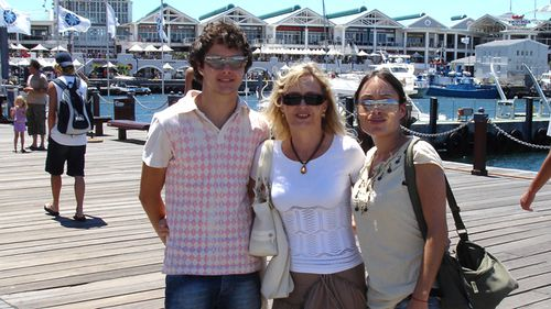 Laura (right) with her mother Leona and brother Matthew. (Supplied)