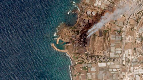A massive oil spill caused by leakage from the power plant inside the oil refinery is spreading along the coast of Syria.