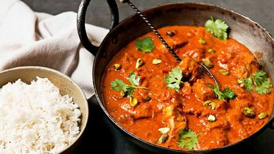 "<a href=""http://kitchen.nine.com.au/2016/05/16/11/22/zingy-butter-chicken-curry"" target=""_top"">Zingy butter chicken curry</a>"