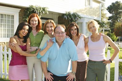 Teri Hatcher, Marc Cherry, Felicity Huffman, Nicollette Sheridan, Eva Longoria, Marcia Cross, Desperate Housewives, on set