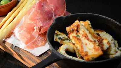 """<a href=""""http://kitchen.nine.com.au/2016/05/04/15/25/la-cameras-chilli-marinated-calamari"""" target=""""_top"""">La Camera's chilli marinated calamari</a> recipe"""