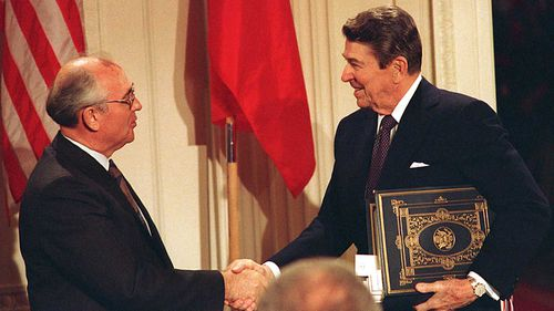 Mikhail Gorbachev and Ronald Reagan in 1987. (AAP)