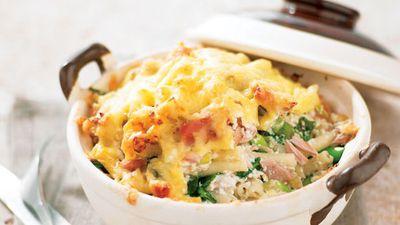 "Recipe: <a href=""http://kitchen.nine.com.au/2016/05/13/11/13/macaroni-tuna-cheese"" target=""_top"" draggable=""false"">Macaroni tuna cheese</a>"