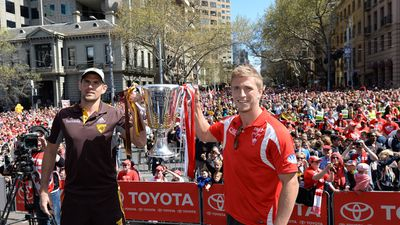 Hawthorn captain Luke Hodge holds the 2014 AFL Premiership Cup with Sydney Swans captain Kieren Jack. (AAP)