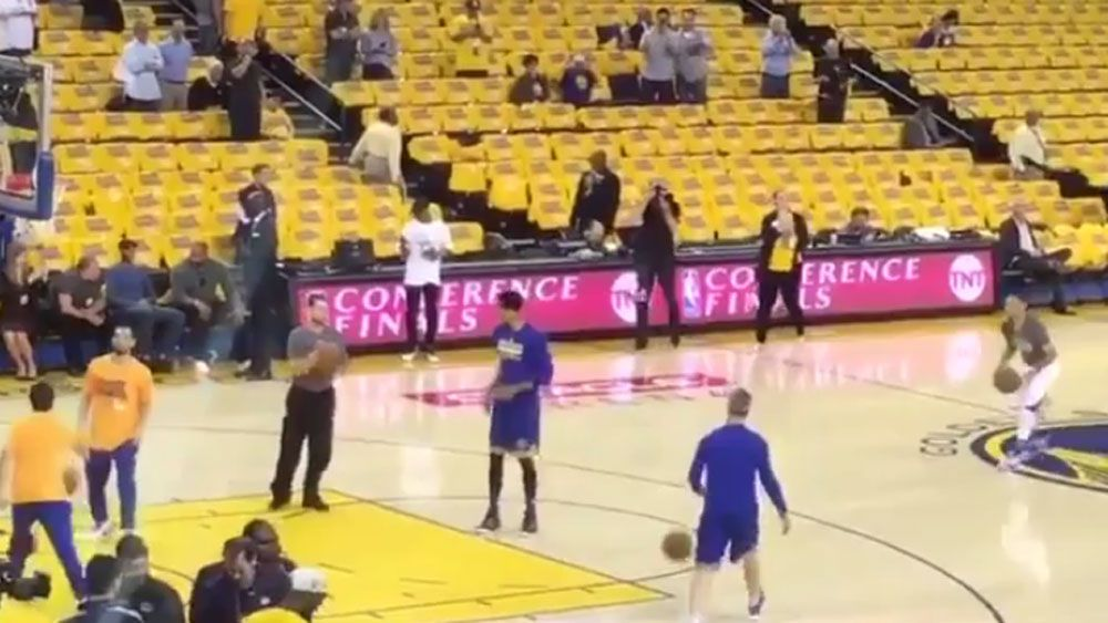 Curry shows why he's the long range king