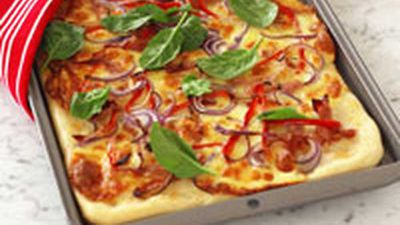 "<a href=""http://kitchen.nine.com.au/2016/05/19/12/23/red-onion-capsicum-and-ham-pizza"" target=""_top"">Red onion, capsicum and ham pizza</a> recipe"