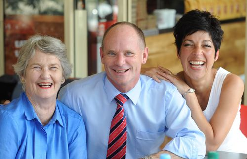Jocelyn Newman with her son Campbell and his wife Lisa. Campbell was the premier of Queensland. (AAP)