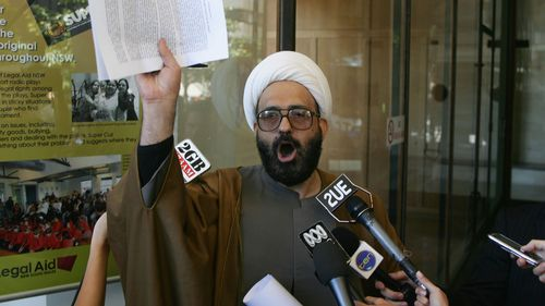 Police were convinced Man Monis had bomb: reports