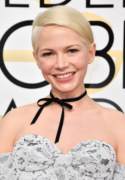 <p>Michelle Williams skipped the traditional and instead wore a perfectly-tied, super sweet black ribbon.</p> <p>Image: Getty.</p>