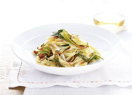 Zucchini flower, dill and crab linguine