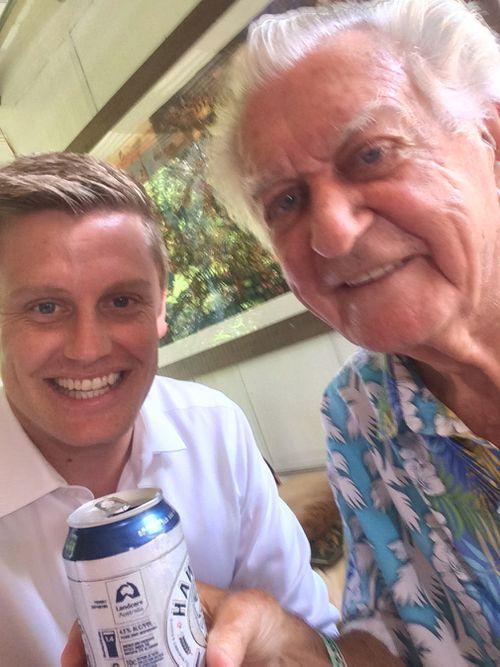 Reporter Joel Dry with Bob Hawke. (9NEWS/Joel Dry)