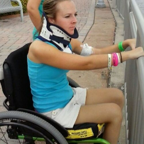 American Kelly Thomas has become one of the first paraplegics in the world to take steps on her own thanks to the trials at the Mayo Clinic.