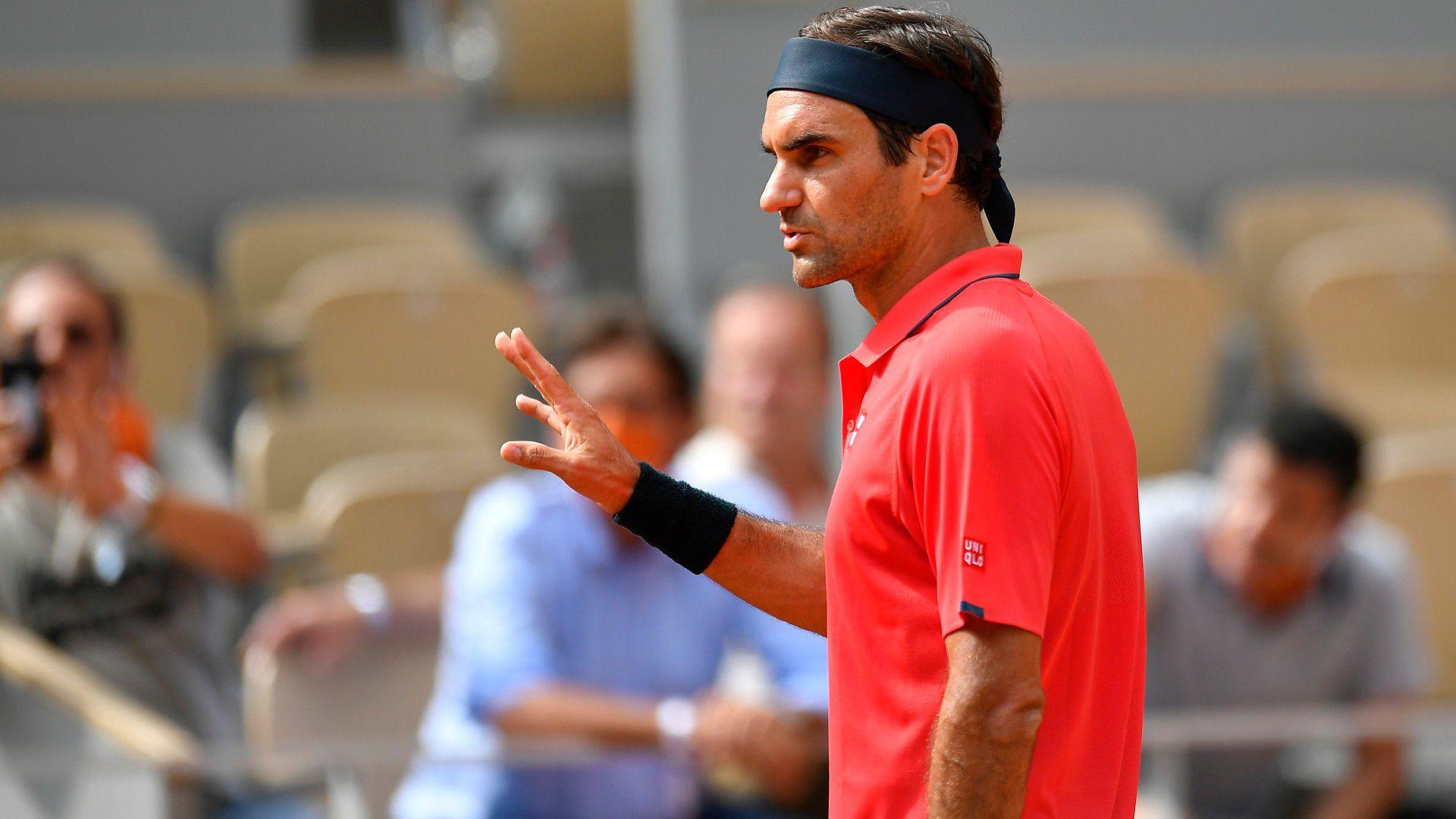 Novak Djokovic, Roger Federer through to third round