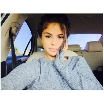 7. Selena Gomez's ordinary sweat shirt. Likes: 2.3 million. Comments: 53.4k.