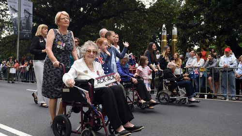 The RSL will also urge veterans' descendants to move to the rear of the parade so as to prevent confusion about their identity and to prioritise veterans. (AAP)