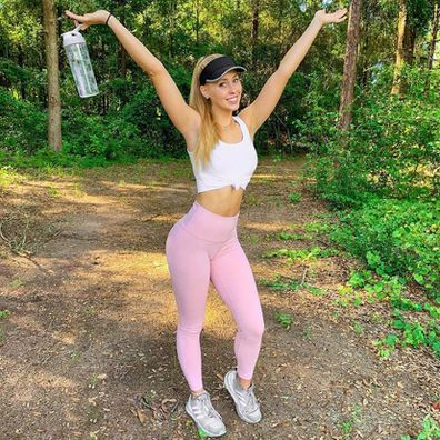 Casey Sosnowski's Instagram 'hike' photo was exposed as a fake by her sister in a hilarious tweet
