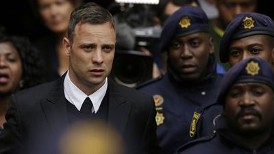Oscar Pistorius shoots his girlfriend