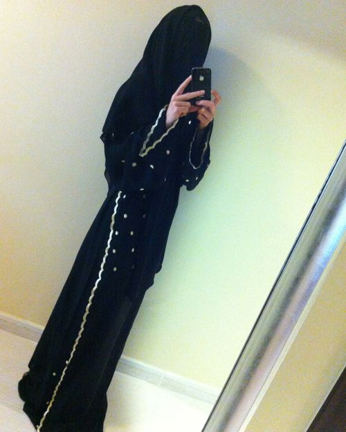 Laura Nunes takes a selfie, dressed in traditional Emirati dress for women. (Supplied)