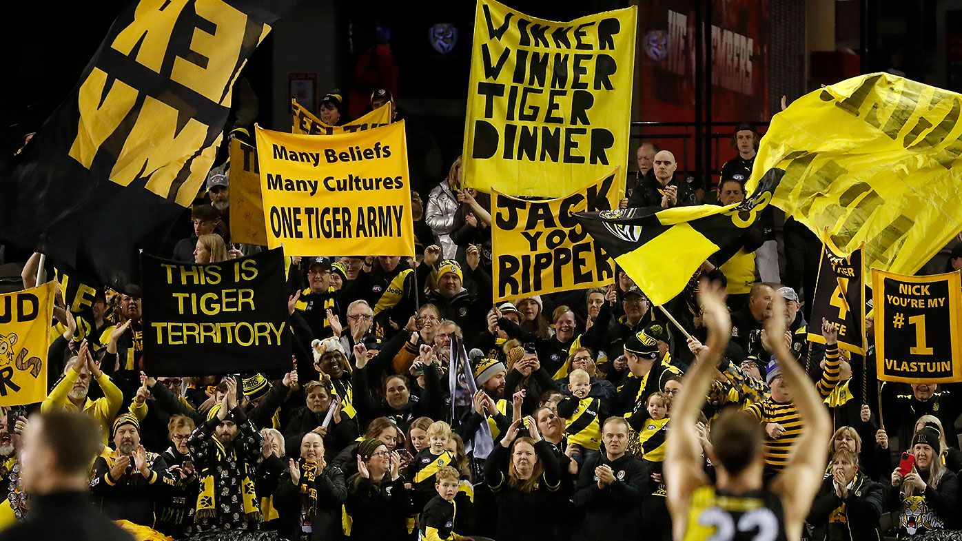 AFL games set to be relocated, crowds banned in Victoria as COVID-19 cluster prompts lockdown