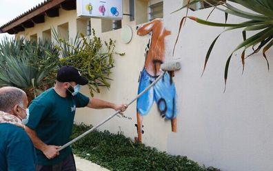 Tel Aviv takes down mural