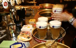 South Australia pubs push for stand-up drinking after Victoria COVID-19 announcement