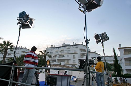 Reporters prepare to broadcast live in front of the holiday appartment where British girl Madeleine McCann disappeared one year ago in Praia da Luz beach on May 2, 2008