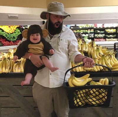 Monkey see, monkey do! It's feeding time at the zoo.