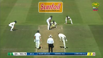 Aussies 9-245, trailing SAfrica by 66 runs