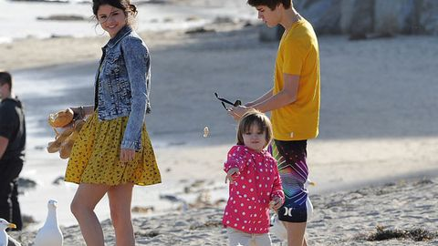Pic: Selena Gomez and Justin Bieber play mum and dad