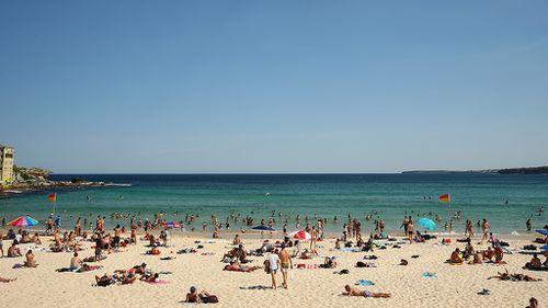Parts of New South Wales and Queensland hit by 36-hour heatwave