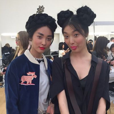 <p>Models backstage before the show.</p>