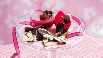 "<a href=""http://kitchen.nine.com.au/2016/05/16/12/47/marbled-chocolate-thins"" target=""_top"">Marbled chocolate thins</a>"