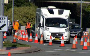Travellers told to expect delays as Queensland locks down borders