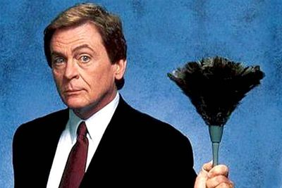 <B>The accent:</B> As Niles the butler in <I>The Nanny</I>, Davis showcased an acerbic British wit and an accent to match.<br/><br/><B>But you'd never know he's actually...</B> American. Davis' native accent is South American, though it rarely slipped out during his six-season stint on <I>The Nanny</I>. He used his natural twang in his role as Captain Davenport in the film <I>The Hunt For Red October</I>.