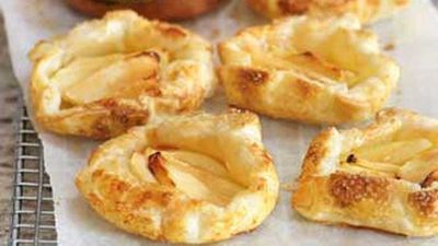 "Click through for our&nbsp;<a href=""http://kitchen.nine.com.au/2016/05/19/10/32/apple-tarts"" target=""_top"">Apple tarts</a>"