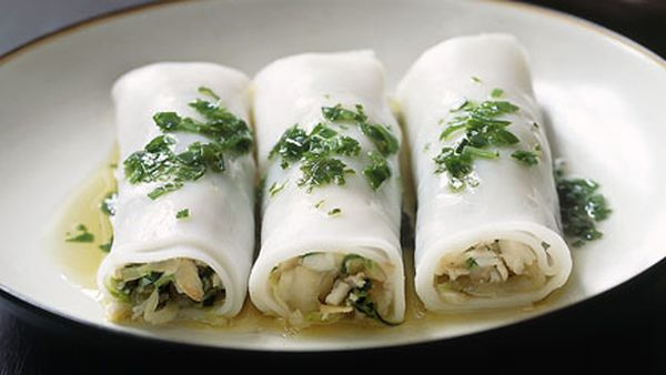 Lobster and rice noodle rolls with green onion oil