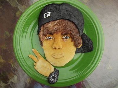 We're liking the colour detail of <b>Justin Bieber</b>'s pancake face!