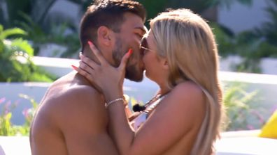 EP29 – Casa Amore challenge turns steamy as couples race to make out – Love Island UK 2019