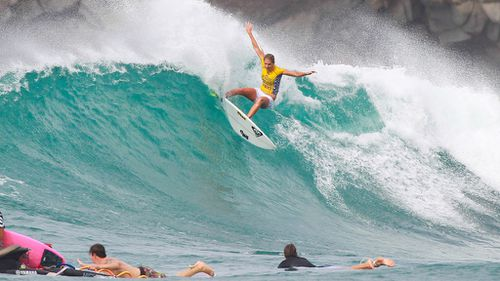 Stephanie Gilmore claims sixth surfing world title