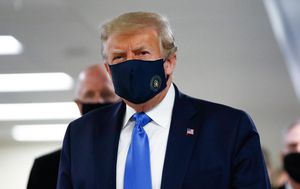 Trump wears face mask in public for first time during COVID-19 pandemic